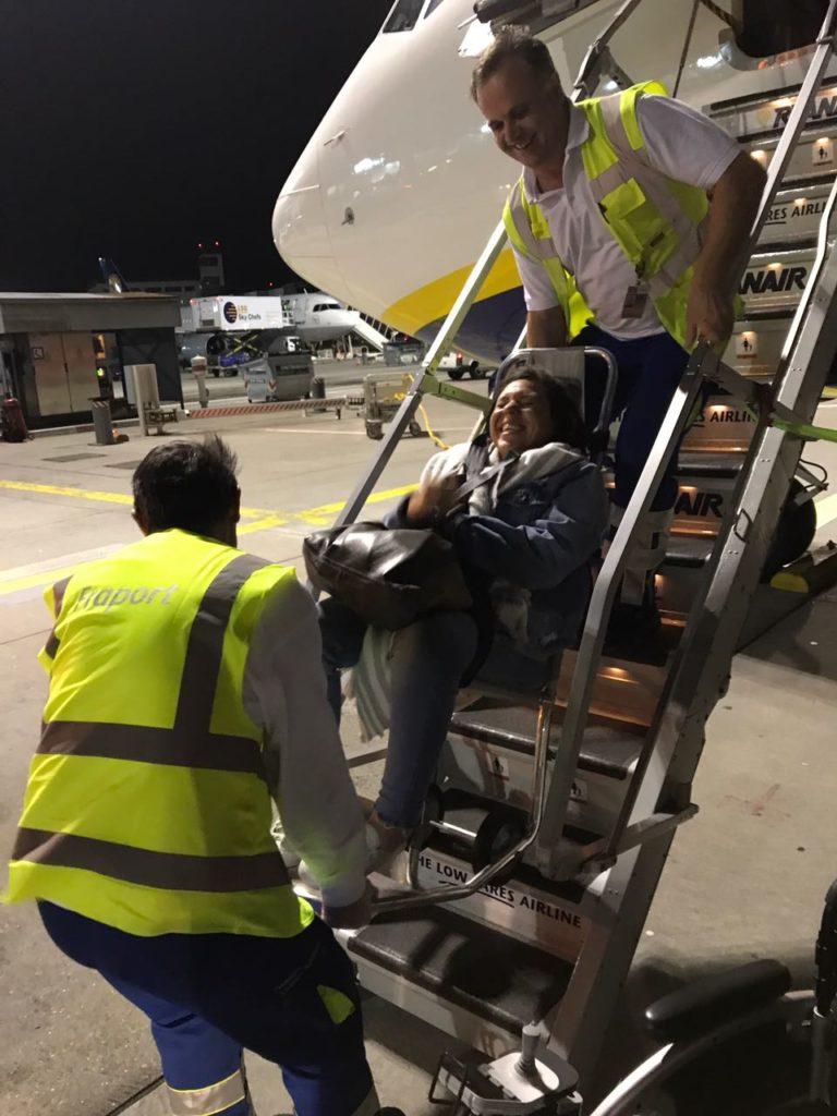 Flugzeug mit Rollstuhl
