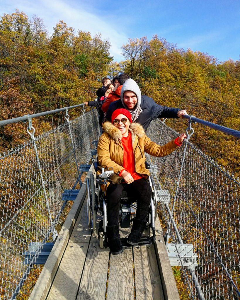 Mit Rüllstuhl über die Hängeseilbrücke Geierlay