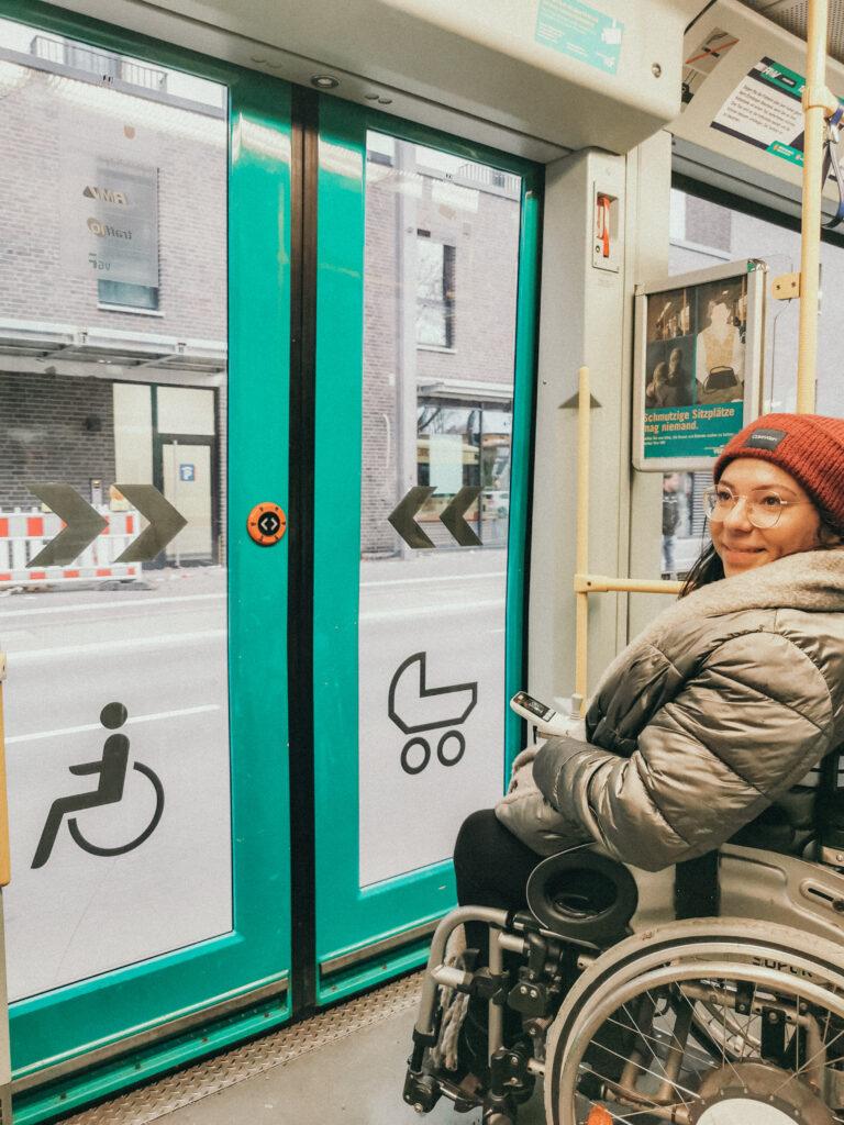 Rollstuhl Bahn