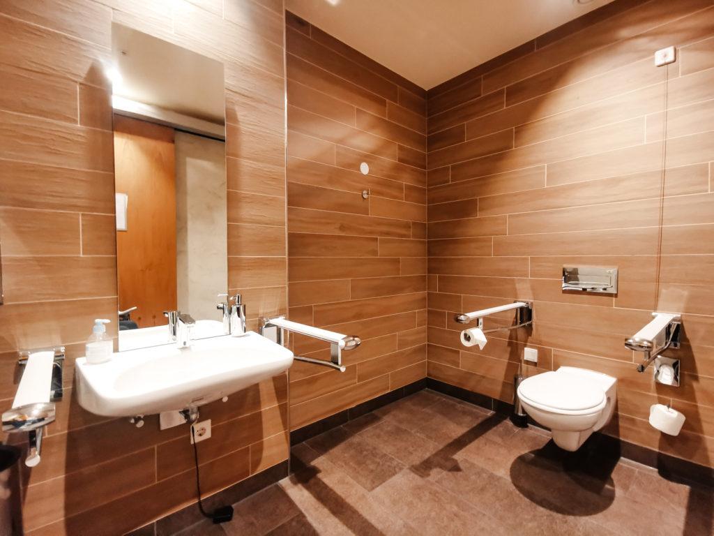 rollstuhlgerechte Toilette Deidesheim